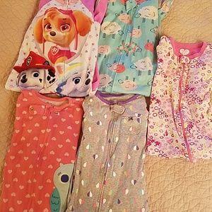 Set of 5 long sleeve pajamas with feet